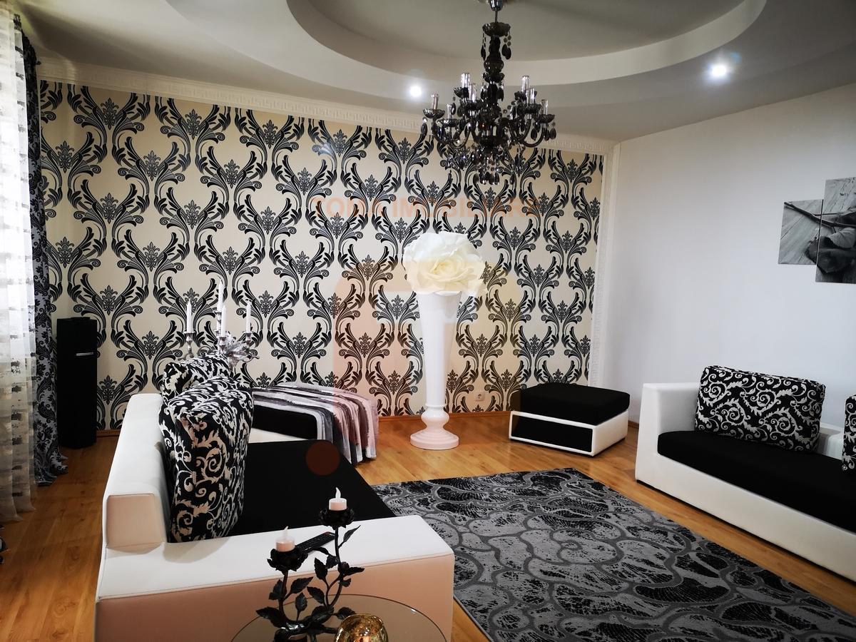 Apartament 3 camere, 115 mp , boxa, etaj 4/4 acoperit, zona Liceului Cartianu, Piatra Neamț